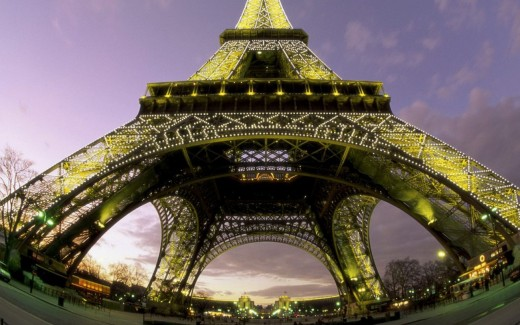 Free Eiffel Tower Wallpaper
